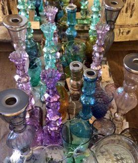Diverse glazen kandelaars