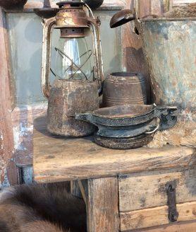 oud-houten-tafeltje