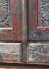 Uniek blauw rood kastje detail foto