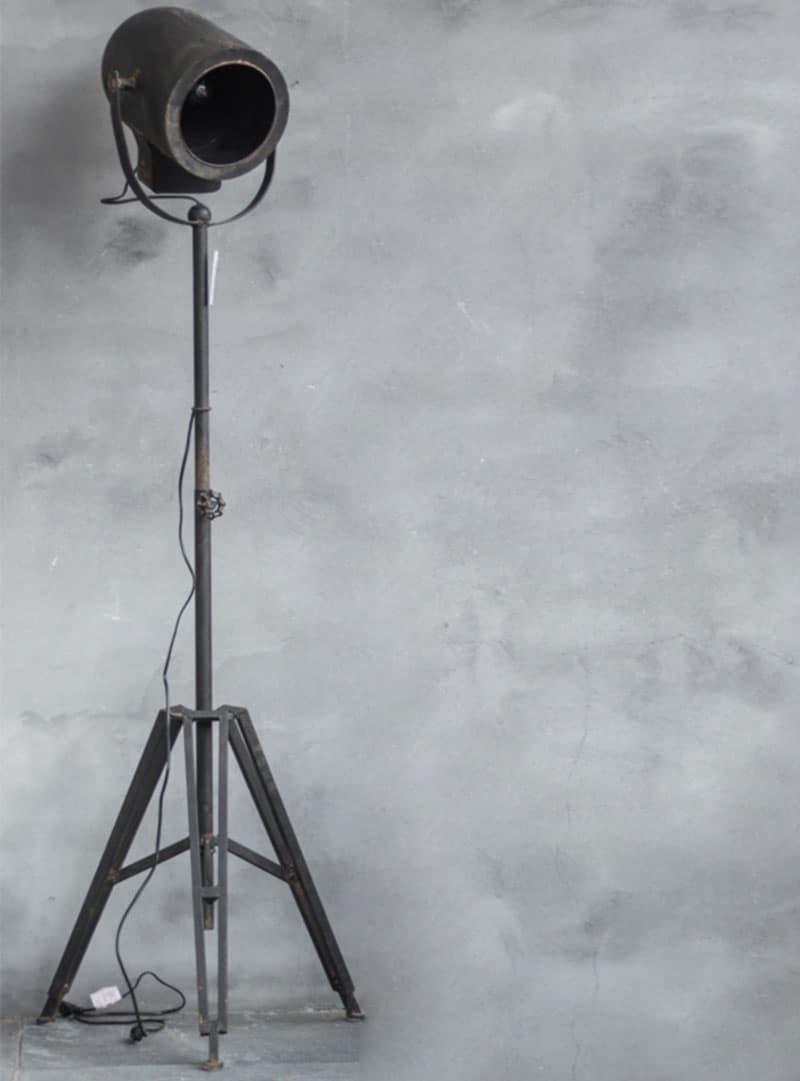 Staande industri le lamp op een driepoot pure wood for Industriele lamp keuken