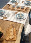 Leuke sfeerfoto van deze houten plank met leren handvat