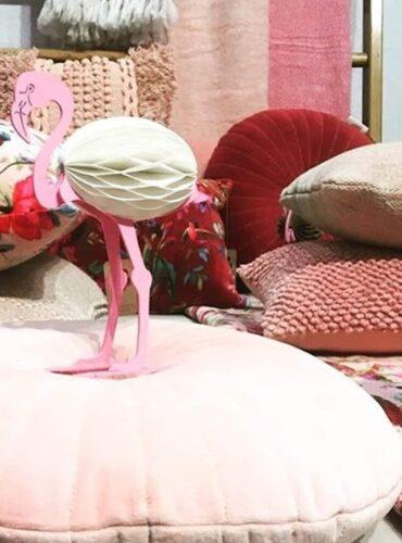 Sfeerfoto van dit roze sierkussen