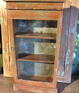 antieke smalle wandkast voorkant