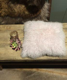 Kussen schapenvacht roze