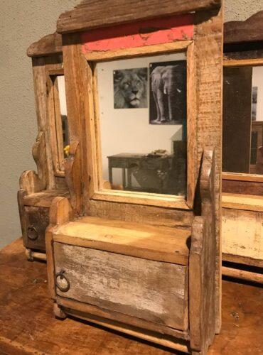 Spiegel met deurtje uniek productfoto