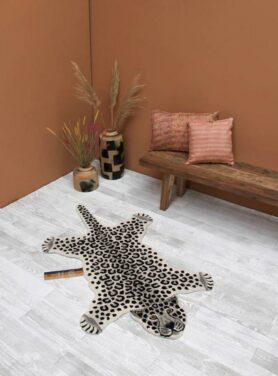 Doing-goods-vloerkleed-snowy-luipaard-3