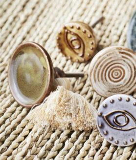 Handgedecoreerde deurknop met oog print mosterdgeel2