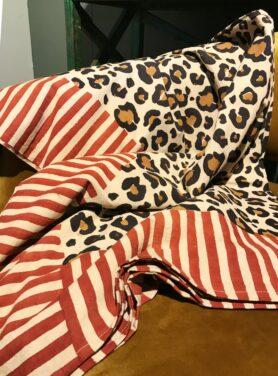 Plaid leopard doing goods